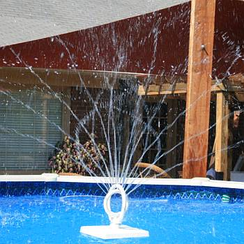 Raindance Spinning Pool Fountain