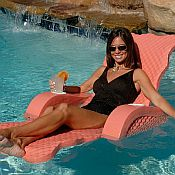 Scalloped Folding Pool Lounge