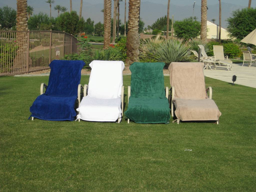 Plush Lounge Chair Covers Are A Handy Accessory Swimming